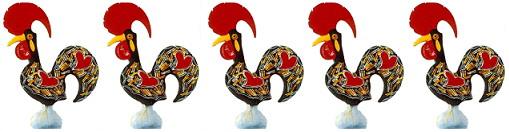 Los gallos de Barcelos de todos los tamaños y materiales son un souvenir típico de Portugal